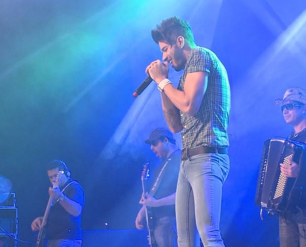 Gusttavo Lima no palco do show em Zurique (Foto: Domingão do Faustão / TV Globo)