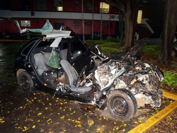 Carro em que os militares estavam ficou destruído após colisão em Pirassununga (Foto: Vitor Naressi/Arquivo pessoal)
