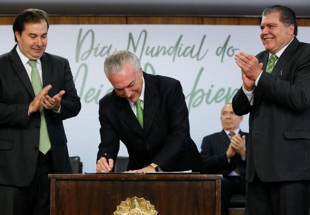 Cerimônia em Comemoração ao Dia Mundial do Meio Ambiente; Michel Temer; Rodrigo Maia (Foto: Beto Barata/PR)