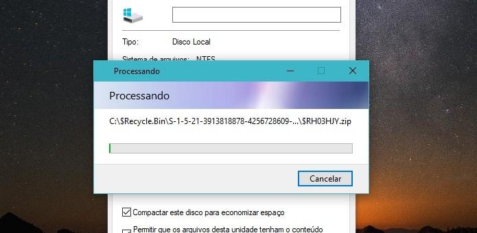 Aguarde até que todos os arquivos sejam compactados (Foto: Reprodução/Helito Bijora)