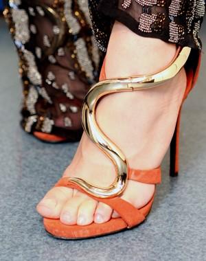 Cobra dourada é detalhe da sandália da técnica (Foto: Isabella Pinheiro/TV Globo)