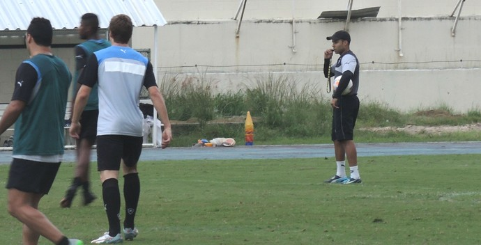 Jair Ventura treino Botafogo (Foto: Marcelo Baltar / GloboEsporte.com)