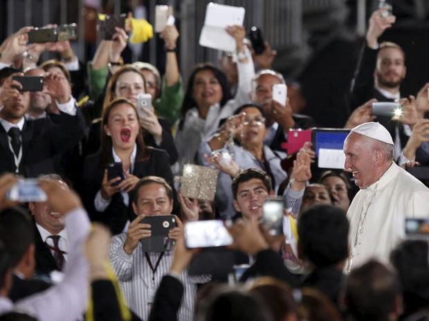 Papa Francisco chega ao aeroporto de Ciudad Juarez, no México, na quarta-feira (17)  (Foto: José Luis Gonzalez/Reuters)