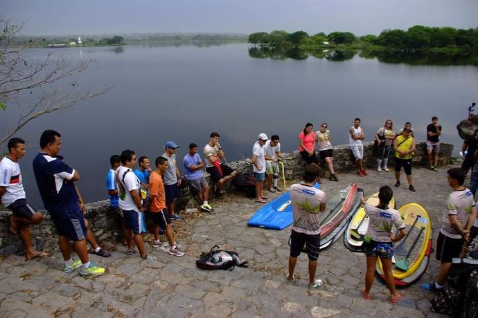 Capacitação de professores ao stand up paddle (Foto: Divulgação/Prefeitura de Corumbá)