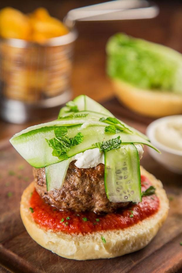 Aprenda a preparar um hambúrguer ao estilo Marroquino (Foto: Mario Rodrigues)
