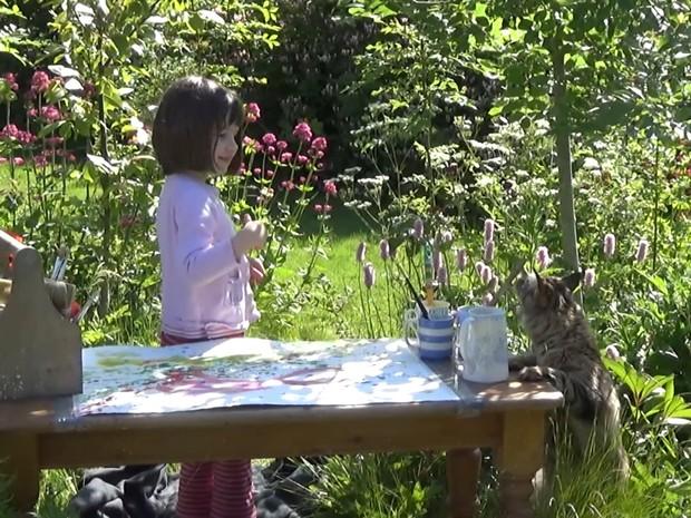 Iris Grace, com seis anos, foi diganosticada com grau elevado de autismo (Foto: BBC)