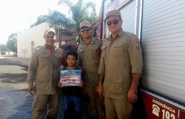 Equipe se sentiu honrada por inspirar sonho de garoto de ser bombeiro (Foto: Divulgação/Bombeiros)