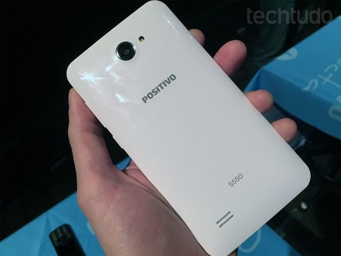 Positivo S550, smartphone recém-lançado da companhia (Foto: Fabrício Vitorino/TechTudo)