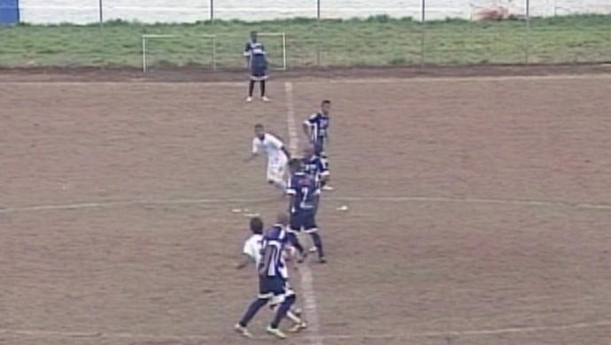 Estádio Coleto de Paula Ituiutaba situação gramado (Foto: Reprodução/ TV Integração)