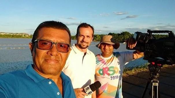 Equipe de jornalismo durante gravação em Picos-PI (Foto: Rede Clube)