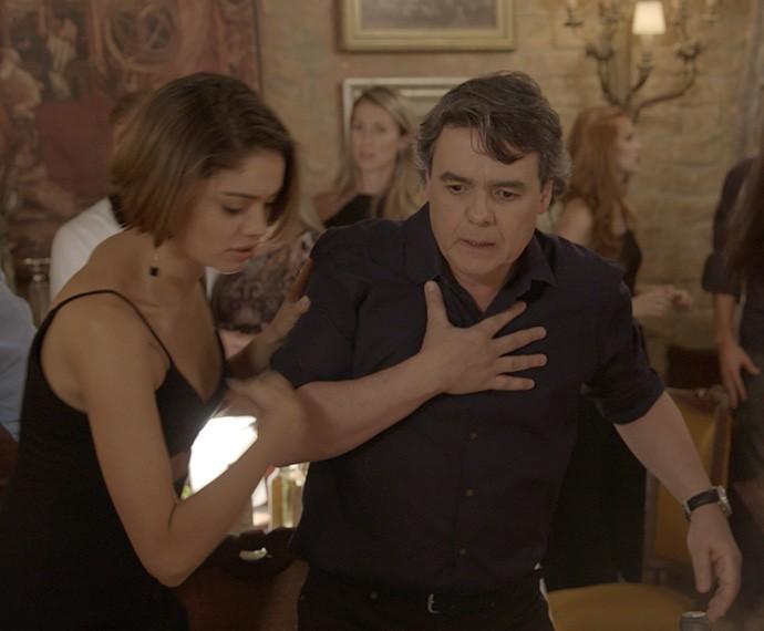 Evandro fica abalado com agressão de Murilo (Foto: TV Globo)