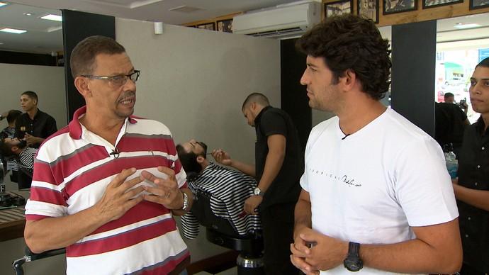 Barbeiro Wilson Mendes dá dicas de cuidados com a barba (Foto: TV Bahia)