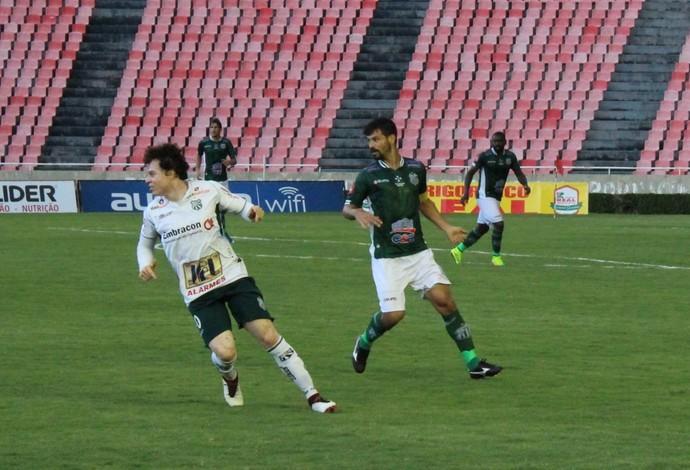 Rogério (dir.); lateral-esquerdo; Uberlândia Esporte Clube; UEC (Foto: Lucas Papel)