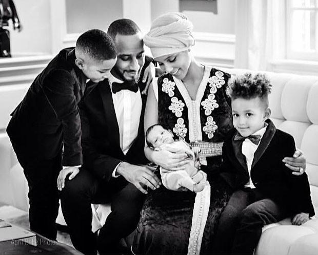 Alicia Keys e a família (Foto: Reprodução/Facebook)