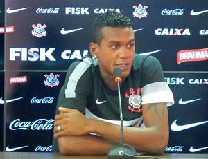 Edenílson na coletiva do Corinthians (Foto: Diego Ribeiro / Globoesporte.com)