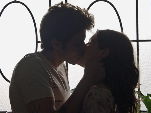 Rafael e Laís fazem juras de amor (Foto: TV Globo)