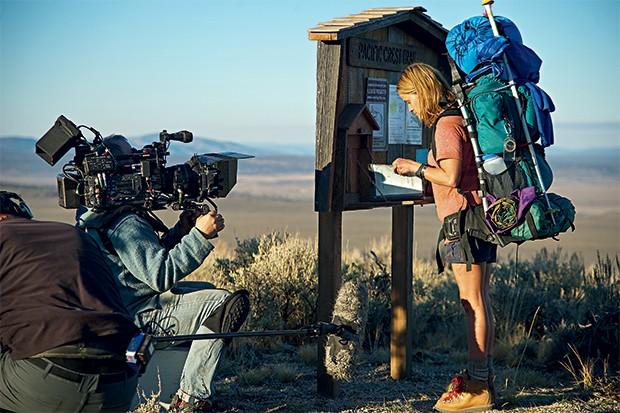 PIONEIRAS A atriz Reese Witherspoon gravando o filme Livre. As histórias de mulheres  na estrada estão ganhando mais visibilidade (Foto: Anne Marie Fox)