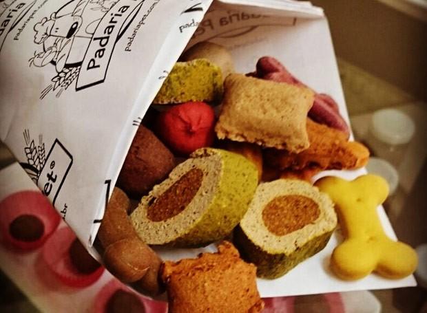 Petiscos diversos da massa de bifinho de carne e biscoitos  (Foto: Divulgação)