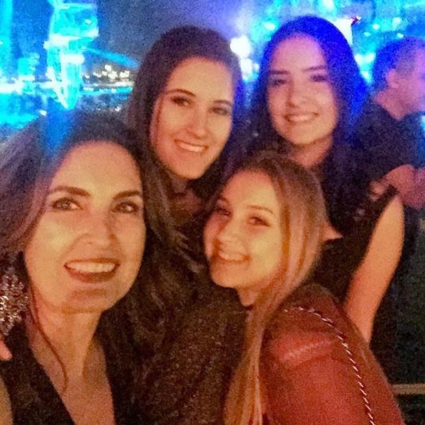 Fatima Bernardes e as filhas, Laura e Beatriz (Foto: reprodução/instagram)