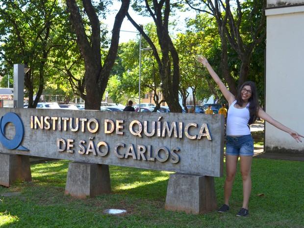 Sonho de jovem de 18 anos é se formar em química e torna-se pesquisadora (Foto: Kalinka Bacacicci/G1)