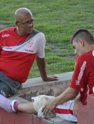 Bruno Iotti se machucou contra o Socorrense (Foto: Felipe Martins)