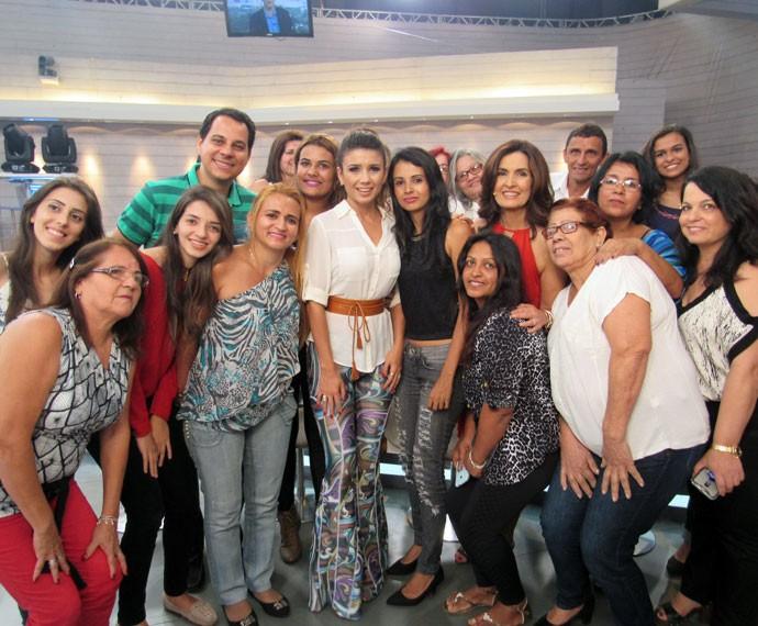Fátima, Paula Fernandes com a plateia do programa  (Foto: Priscilla Massena/Gshow)