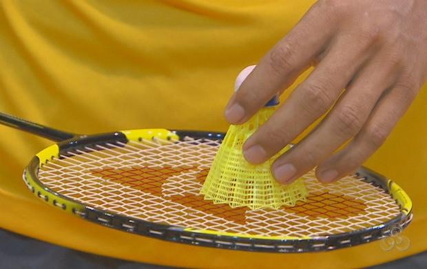 Raquete e peteca, as ferramentas de trabalho dos atletas de badminton (Foto: Reprodução TV Amapá)