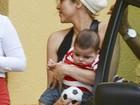 Shakira leva o filho para visitar Gerard Piqué em hotel