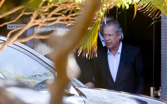 O ex-ministro José Dirceu deixa a superintendência da Polícia Federal, em Brasília  (Foto: Pedro Ladeira/Folhapress)