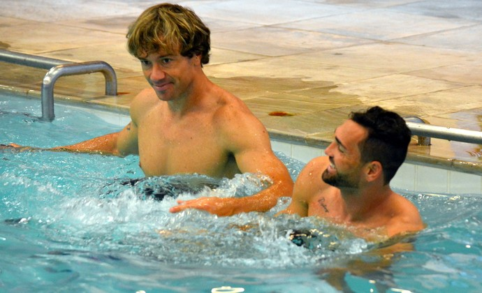 Lugano Gilberto São Paulo piscina (Foto: Erico Leonan / site oficial do São Paulo FC)