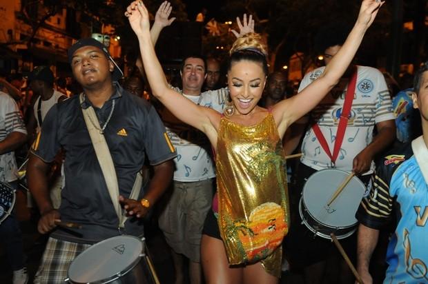 Sabrina Sato em ensaio de rua da Vila Isabel no Rio (Foto: Diego Mendes/ Divulgação)