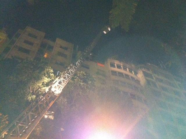 Bombeiros apagam incêndio em Copacabana (Foto: Marcelo Elizardo/ G1)