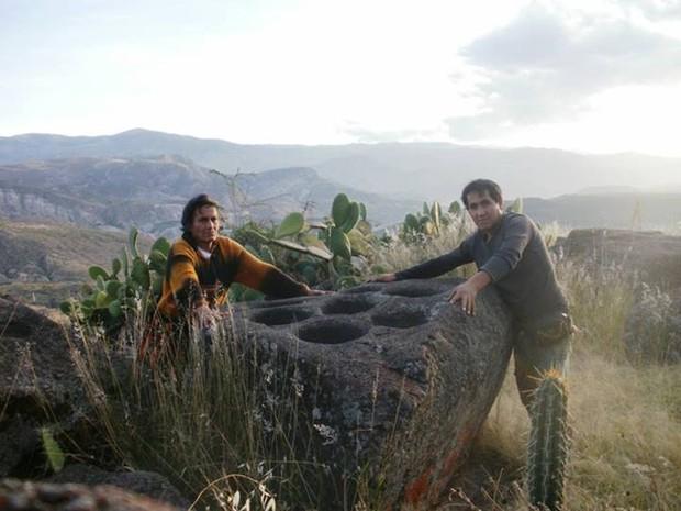 Pesquisador também achou pedra com 7 bacias (Foto: Carlos Neves/Arquivo Pessoal)
