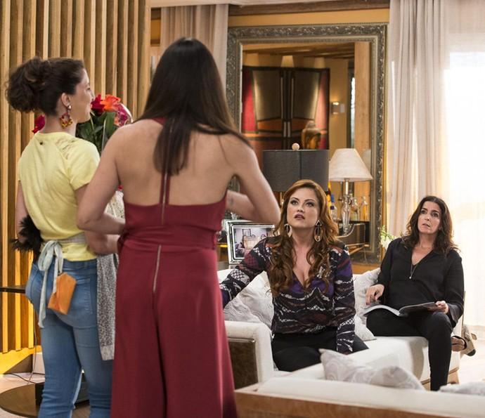 Penélope revela que o mimo é para Rebeca (Foto: Ellen Soares/Gshow)
