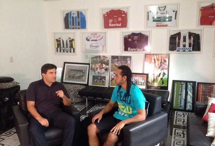 Everton Costa concede entrevista exclusiva ao SporTV (Foto: Reprodução SporTV)