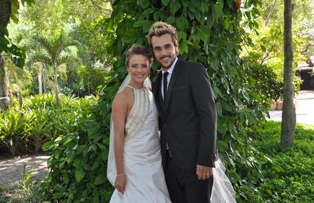Em 'Balacobaco', Isabel (Juliana SIlveira) se casou com o vilão Norbeto (Bruno Ferrari) Munir Chatack/ Divulgação Record