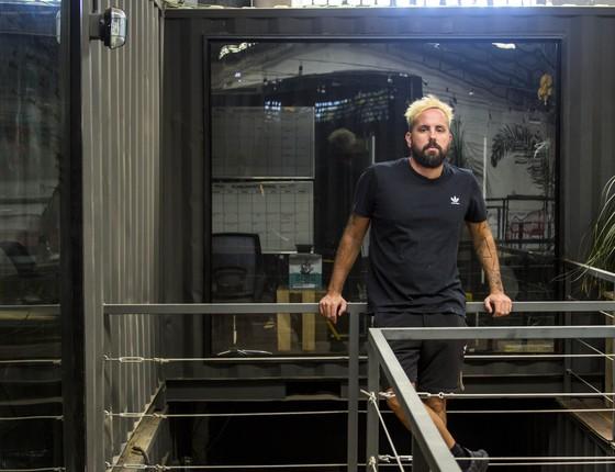 Paulo de Castro, o popular ZehPretim, além de DJ de sucesso ele divide seu tempo entre os negócios (Foto: Divulgação)