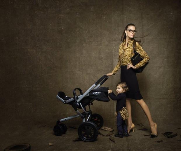 Carol Francischini posa com a filha (Foto: Divulgação)