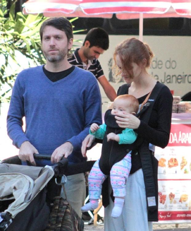 Laila com o marido, Marco, e a filha, Clara (Foto: AgNews / J C Pereira)