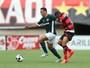 Pênalti perdido e gol olímpico: Goiás e Atlético-GO empatam em jogo quente