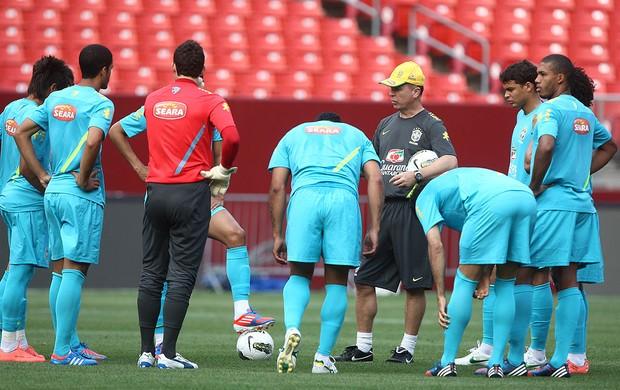 treino da seleção Brasileira - EUA (Foto: Mowa Press)