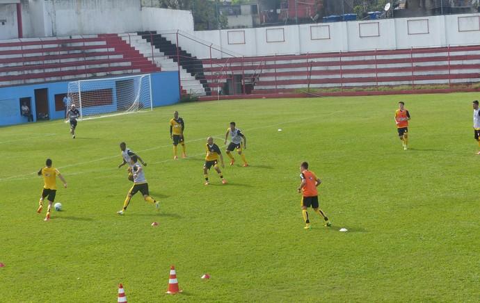 jogadores vasco treino campo do Divino (Foto: André Casado)