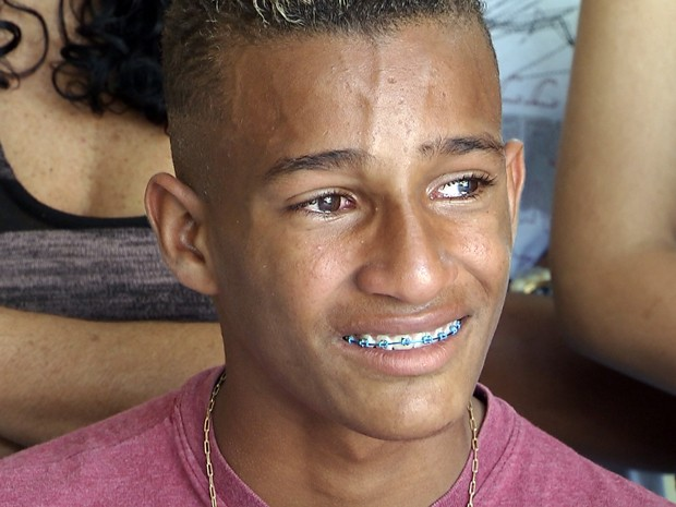Jovem que sumiu durante excursão ao Hopi Hari teve carona de caminhoneiro (Foto: Reprodução/TV Tribuna)
