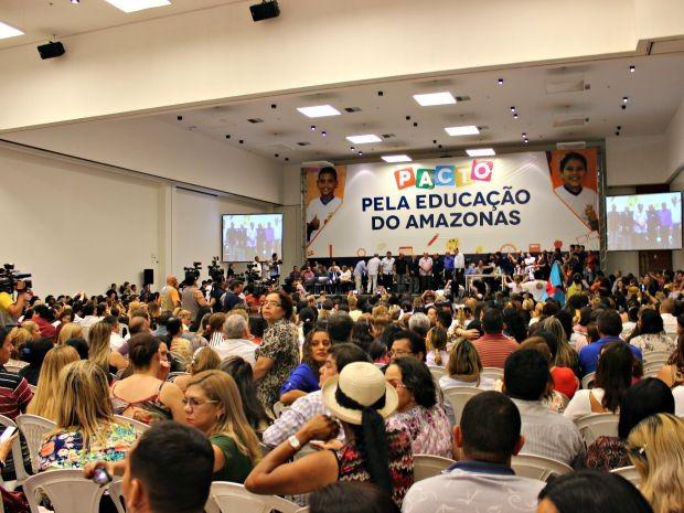Professores participaram de cerimônia de lancamento do Pacto (Foto: Diego Toledano/ G1 AM)