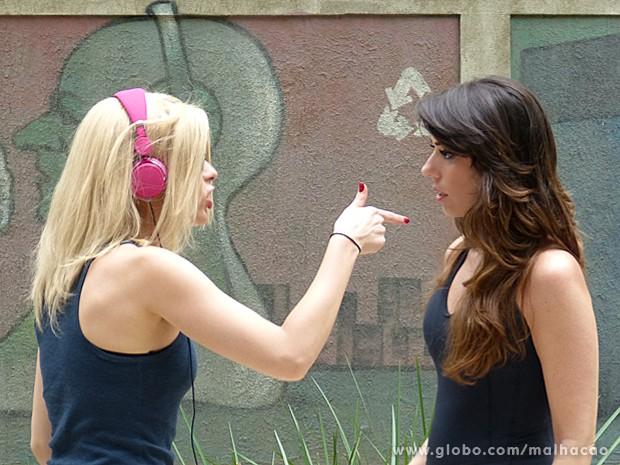 Luciana aproveita e dá um esculacho em Andressa, dizendo para ficar longe de seu cunhado (Foto: Malhação / TV Globo)