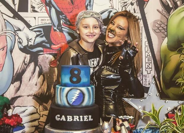 Cris Dias e o filho, Gabriel (Foto: Reprodução/Instagram)