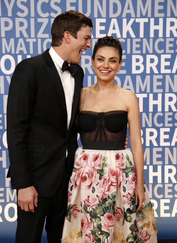 MOUNTAIN VIEW, CA - DECEMBER 03:  Actors Ashton Kutcher (L) and Mila Kunis attend the 2018 Breakthrough Prize at NASA Ames Research Center on December 3, 2017 in Mountain View, California.  (Photo by Kimberly White/Getty Images) (Foto: Getty Images)