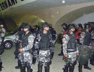 Tumulto na saída do Estádio Amigão, depois do Clássico dos Maiorais (Foto: Silas Batista)