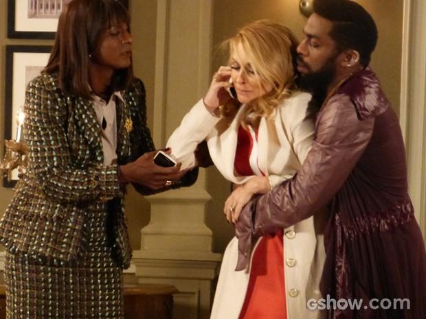 Arrasada, Pamela liga para Jonas e fala sobre a morte do pai (Foto: Geração Brasil/TV Globo)