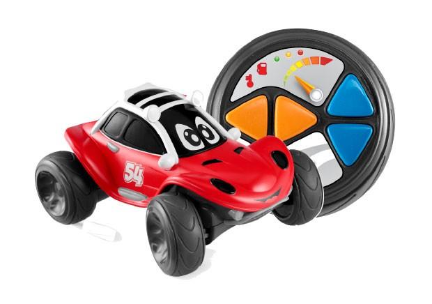 6. Foi dada a largada | Esse carrinho é fácil de a criança pilotar, já que o controle remoto traz apenas quatro direções de rota. Como as rodas são grandes, o brinquedo consegue até passar por obstáculos. Chicco, R$ 149,99. Para crianças a partir de  2 an (Foto: Divulgação)